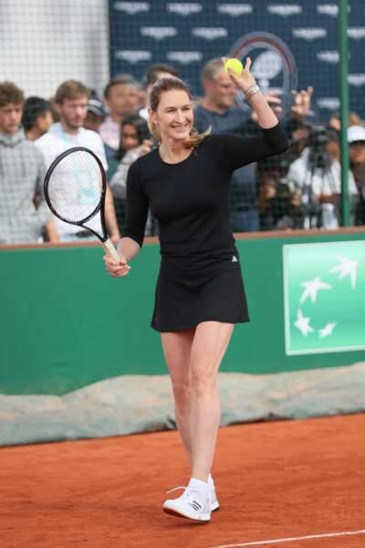 Steffi Graf en noir chic à Roland Garros en 2018 lors d'un tournoi spécial