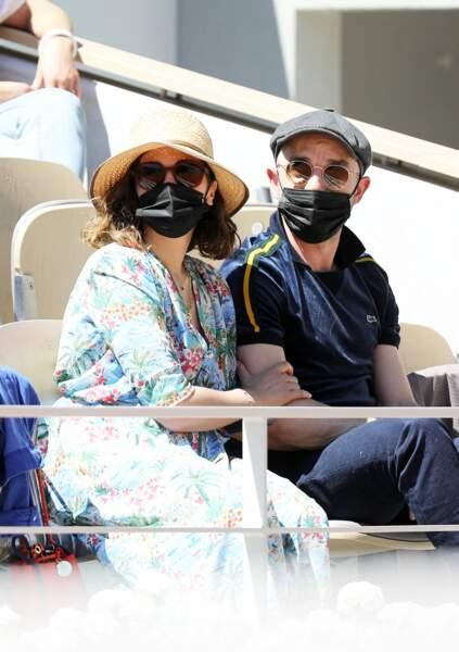 Alysson Paradis et son compagnon Guillaume Gouix complices dans les tribunes du tournoi de Roland Garros à Paris, ce dimanche 30 mai