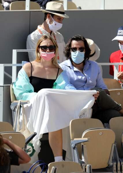 Chloé Jouannet a misé sur un look vintage et preppy pour assister au premier tournoi Roland Garros