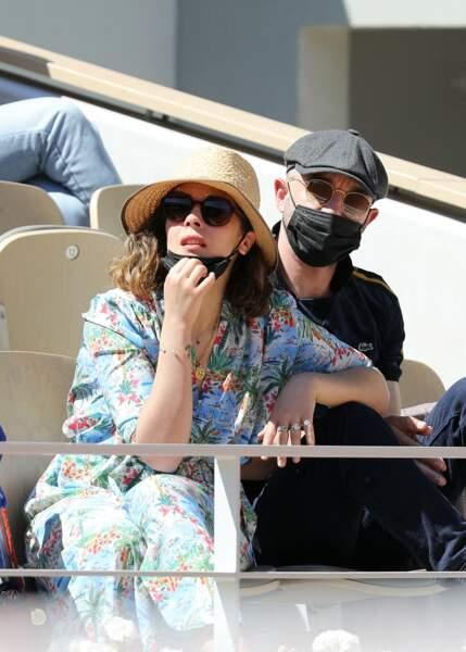 Alysson Paradis et son bien-aimé Guillaume Gouix dans les tribunes du tournoi de Roland Garros à Paris, le 30 mai 2021