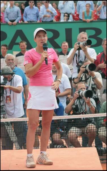 Justine Henin en blanc et rose à Roland Garros en 2007