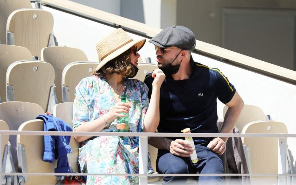 Alysson Paradis et Guillaume Gouix dans les tribunes de Roland Garros à Paris, le 30 mai 2021.