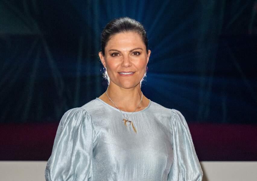 Victoria de Suède rend hommage avec ses bijoux à la créatrice de Fifi brindacier le 31 mai 2021