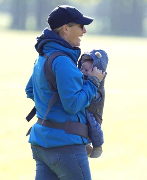 Zara Tindall, qui a accouché en mars dernier de son troisième enfant, était rayonnante lors de cette nouvelle sortie.