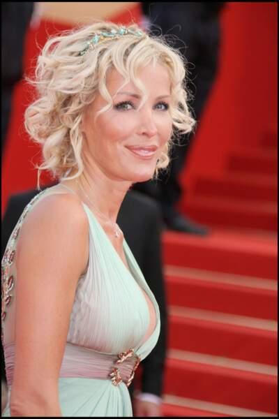 Ophélie Winter et son chignon flou à Cannes