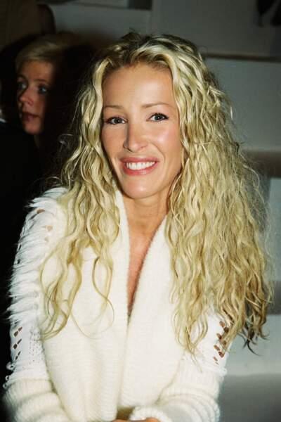 Ophélie Winter avec les cheveux longs et bouclés en 1999