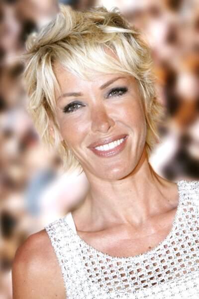 Ophélie Winter en 2009 : coupe courte et blond peroxydé