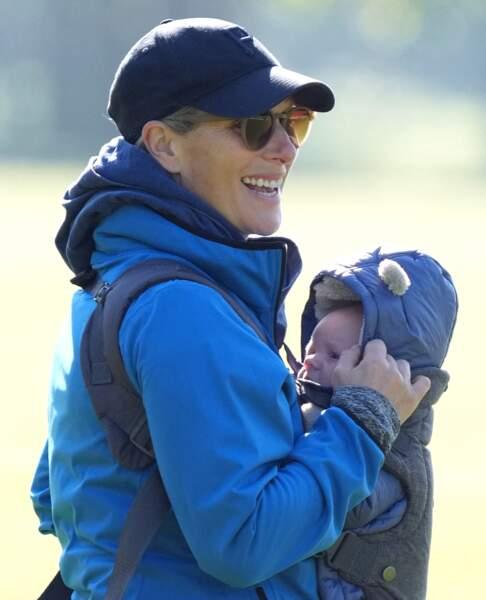 Deux mois après sa naissance, Zara Tindall a accepté de dévoiler le visage adorable de son fils Lucas.