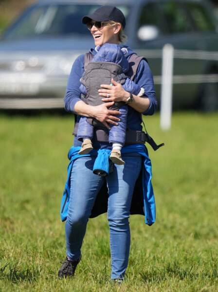 Zara Tindall est apparue radieuse lors de cette sortie avec son fils Lucas.