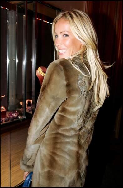Ophélie Winter les cheveux blonds et longs
