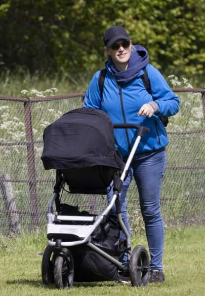 Zara Tindall a pris le temps de promener son fils lors de cette nouvelle apparition publique dans le Norfolk.