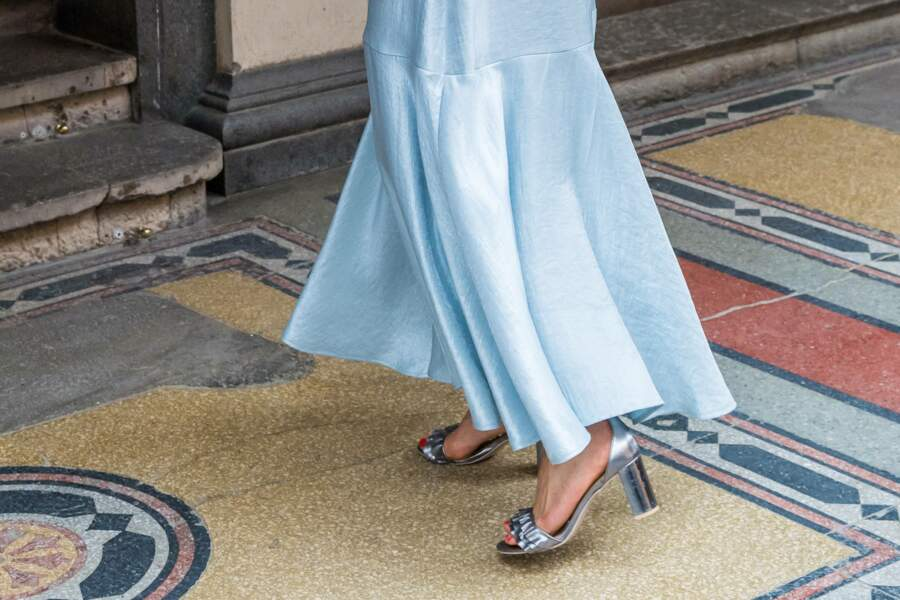 Victoria de Suède porte des sandaales à talons argentés signés H&M