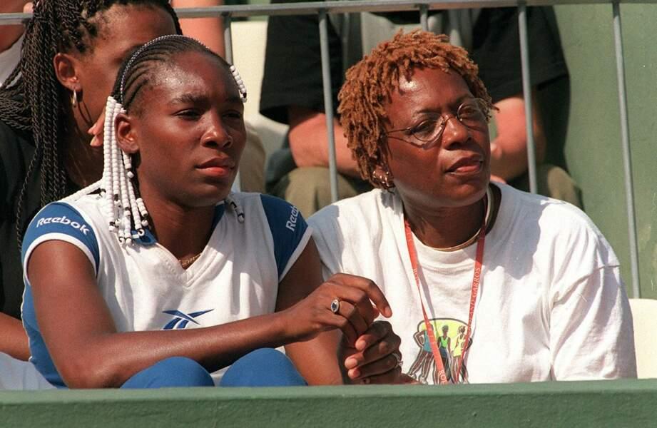 Venus Williams et sa mère en tribune à Roland-Garros en 1999