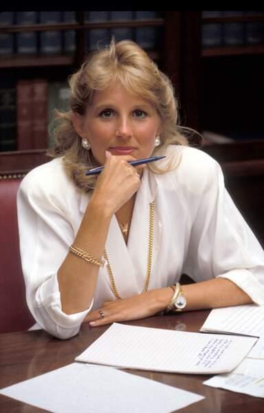 Jill Biden en 1978 déjà adepte des chemisiers épaulés et col en V