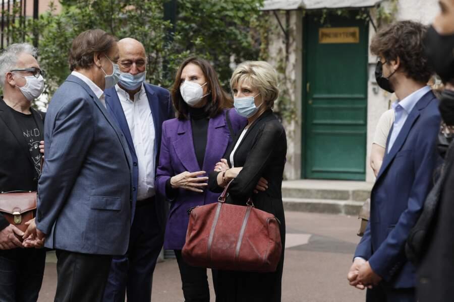 Pierre Bonte, Denise Fabre et Évelyne Dhéliat se sont réunis à la sortie des obsèques de la speakerine Jacqueline Caurat, en l'église Notre-Dame de l'Assomption de Passy, à Paris, le 2 juin 2021.