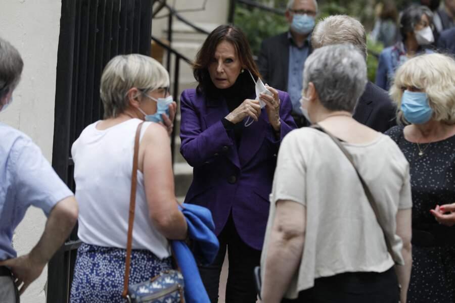 Denise Fabre était présente aux obsèques de la speakerine Jacqueline Caurat, en l'église Notre-Dame de l'Assomption de Passy, à Paris, le 2 juin 2021.