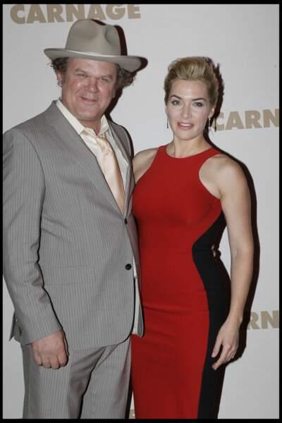 Kate Winslet en 2011 en robe moulante avec John C.Reilly