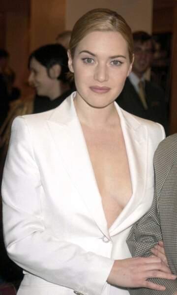 Kate Winslet en 2001 : nue sous sa veste de costume en satin blanc