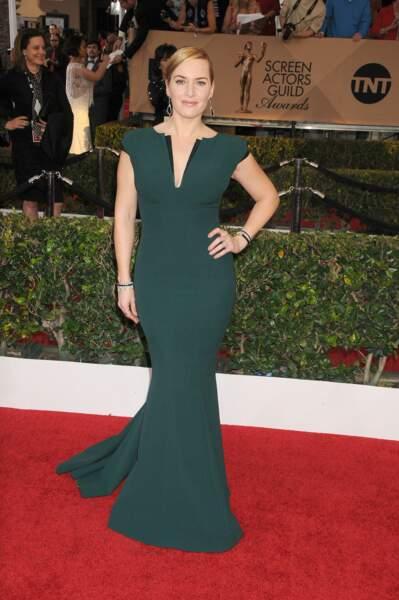 Kate Winslet en 2016  en robe longue fourreau et décolleté en V
