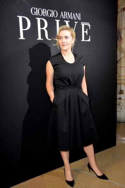 Kate Winslet en 2017 en petite robe noire au défilé Armani