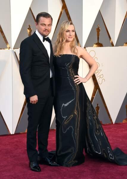 Kate Winslet en 2016 : chevelure de sirène et robe bustier avec Leonardo DiCaprio aux Oscar