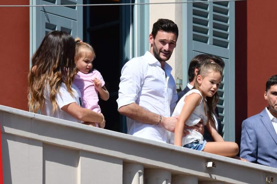 Hugo Lloris, le gardien et capitaine de l'équipe de France de Football, en famille avec sa femme Marine et leurs filles Anne-Rose et Giuliana