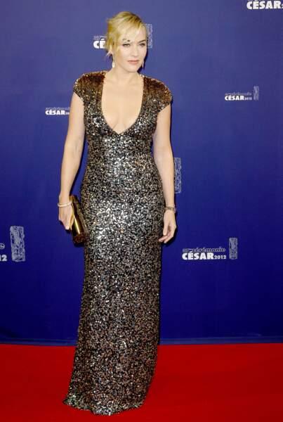 Kate Winslet en 2012 en robe longue à sequins et décolleté profond