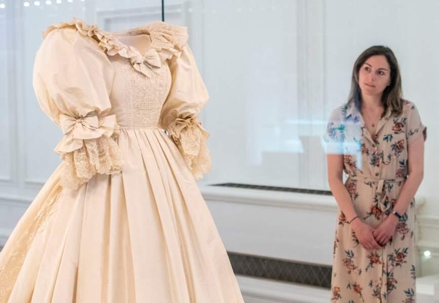 La robe de mariée de la princesse Diana est exposée au palais de Kensington jusqu'au 2 janvier 2022.