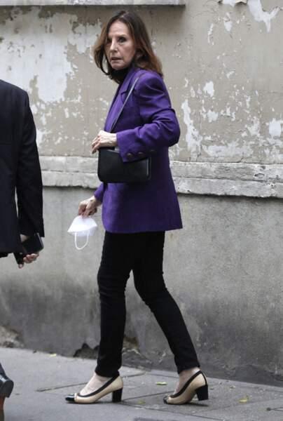 Denise Fabre semblait encore très émue à la sortie des obsèques de la speakerine Jacqueline Caurat, en l'église Notre-Dame de l'Assomption de Passy, à Paris, le 2 juin 2021.