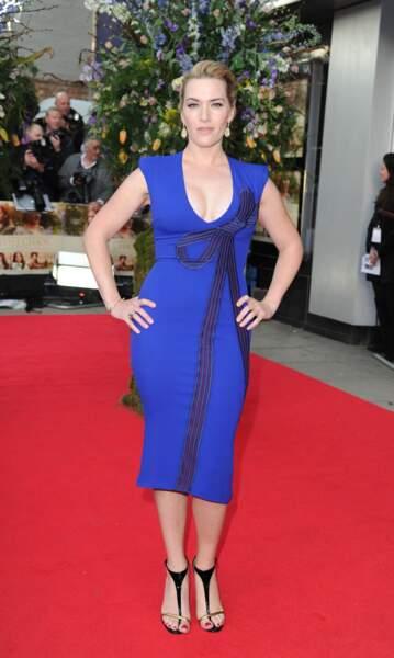 Kate Winslet en 2015 avec une robe midi très décolletée