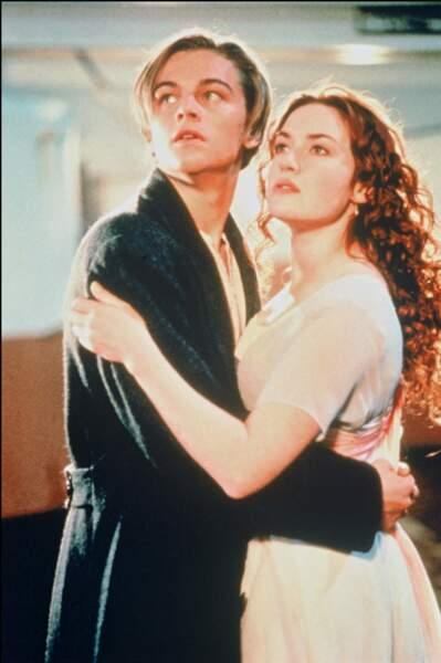 Kate Winslet en 1995, inoubliable en rousse aux cheveux bouclés dans Titanic avec Leonardo Dicaprio.