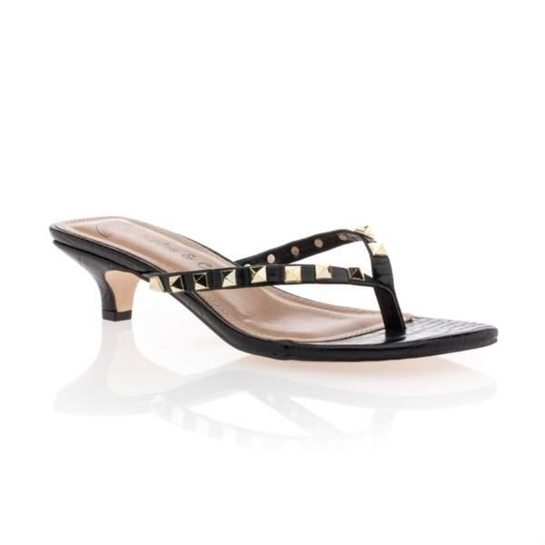 Tongs à talon façon coco noir et clous doré, 39,99€, Besson Chaussures