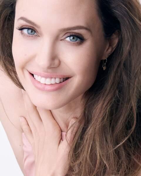 Angelina Jolie est le visage du nouveau parfum Mon Guerlain, tout simplement
