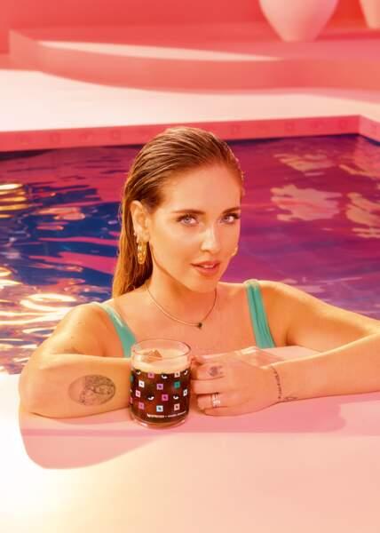 Chiara Ferragni s'associe à la marque Nespresso pour proposer une collection estivale pop et colorée
