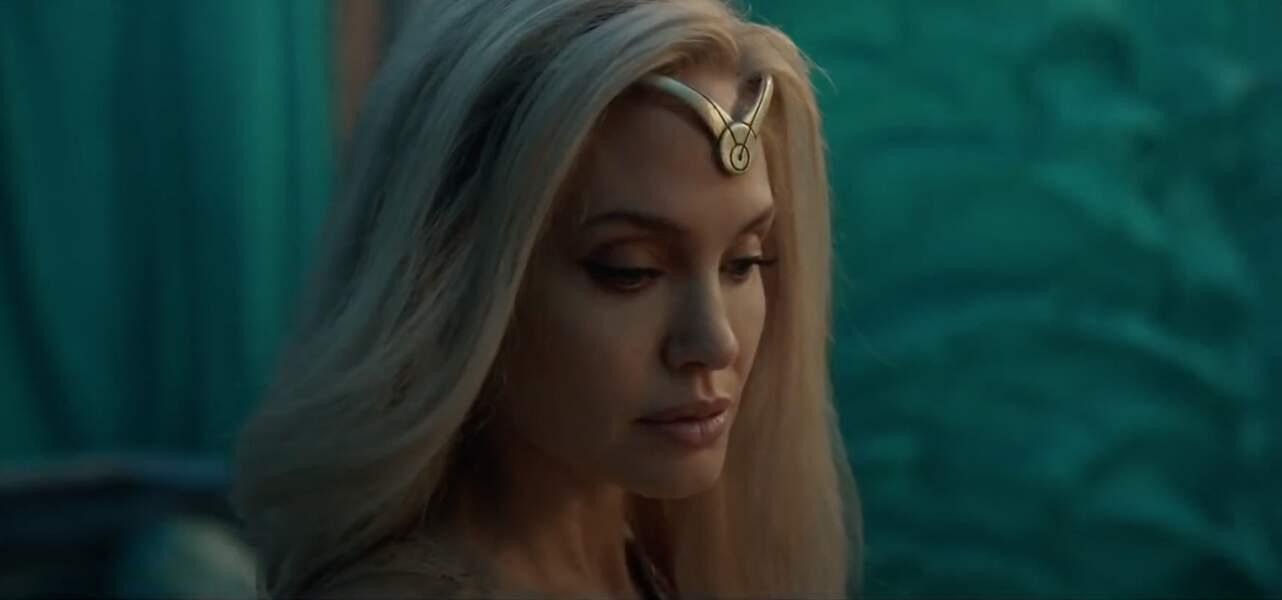 """Angelina en mai 2021 : elle est blonde platine pour son nouveau film """"Eternals""""."""