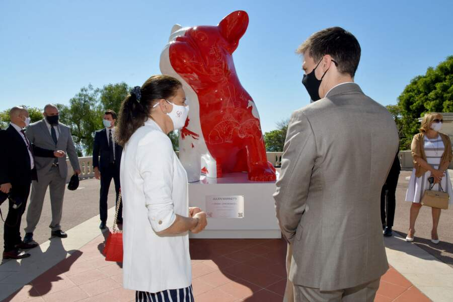 """La princesse Stéphanie de Monaco, accompagnée par son fils Louis Ducruet, a inauguré une sculpture """"Doggy John Monaco"""""""