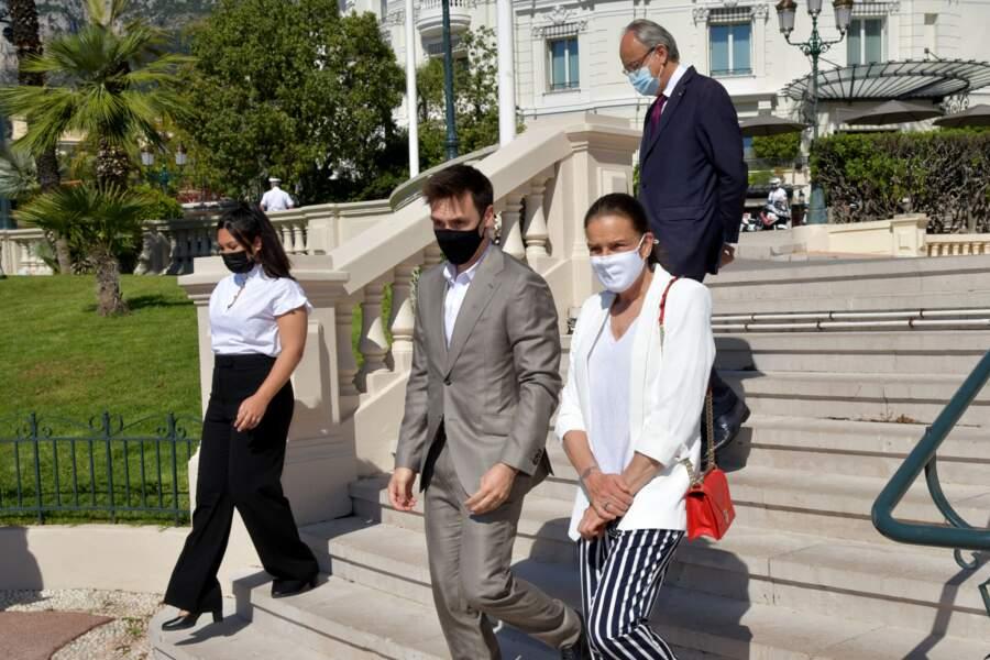 """La princesse Stéphanie de Monaco, accompagnée par son fils Louis Ducruet, a inauguré une sculpture de l'artiste Julien Marinetti """"Doggy John Monaco"""""""