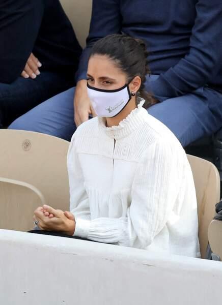 La jeune femme de 32 ans très classe pour le match de son chéri.