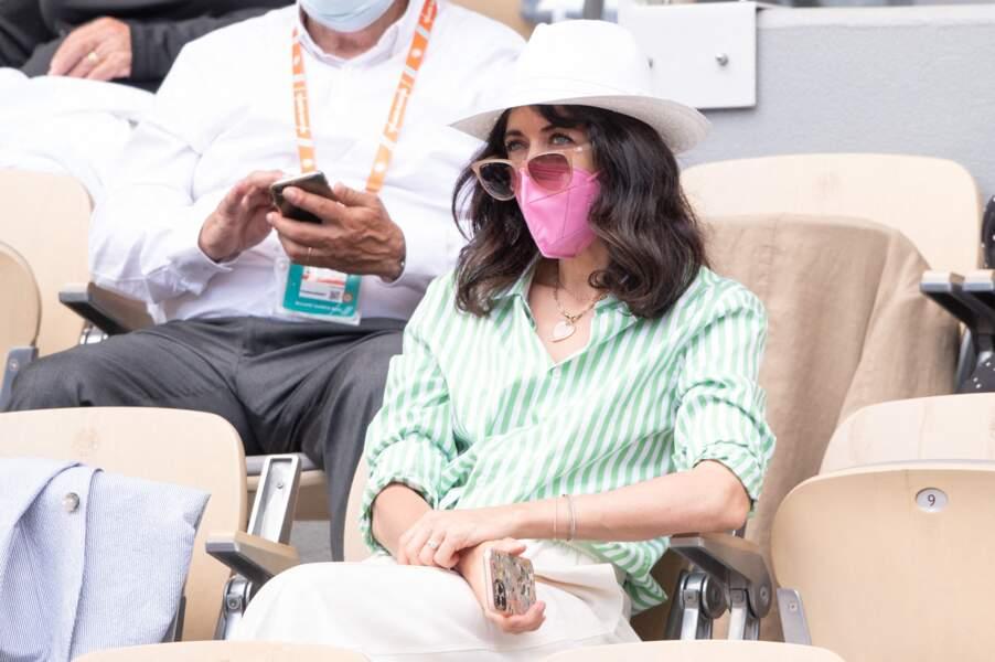 Nolwenn Leroy : Lunettes de soleil et chapeau, les indispensables mode dans les tribunes de Roland Garros.