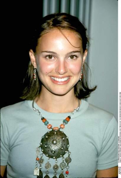 Natalie Portman en 1996 : un petit carré et une demie-queue de cheval.