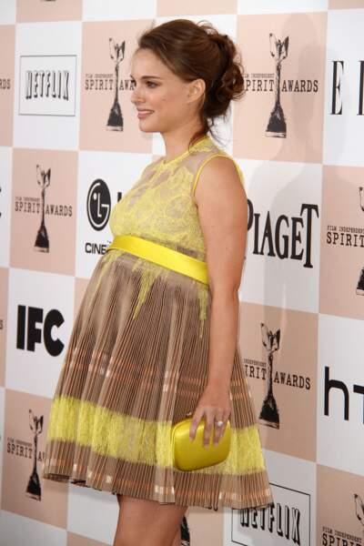 Natalie Portman en 2011 : enceinte et avec un chignon flou