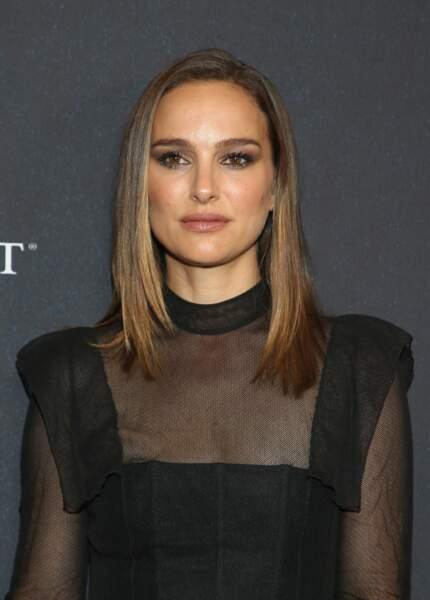 Natalie Portman en 2018 : : carré lisse et regard charbonneux