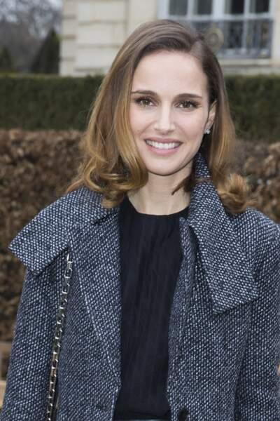 Natalie Portman en 2015 : avec un carré lisse et ondulé au défilé Dior