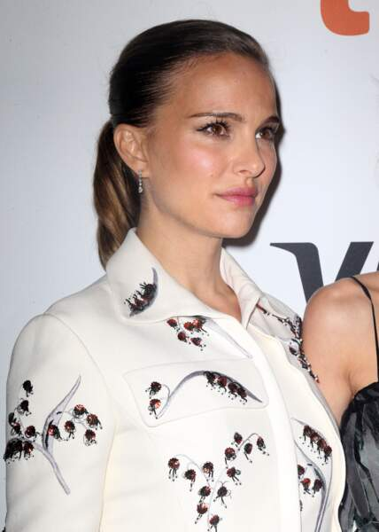 Natalie Portman en 2016 avec une coiffure rare : la queue de cheval.