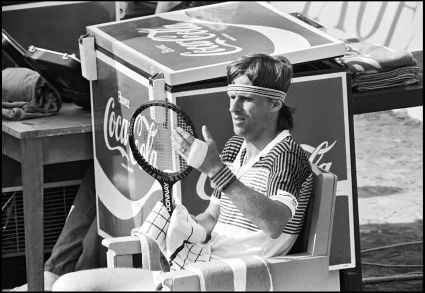 Bjorn Born se repose lors du tournoi de Montecarlo en 1983