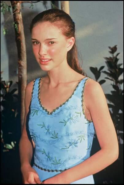 Natalie Portman en 1996 : coiffure sage pour la jeune fille de 15 ans