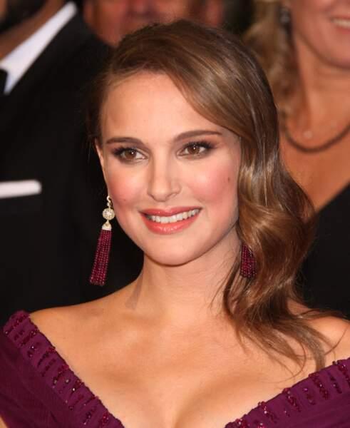 Natalie Portman en 2011 : un chignon en side hair pour les Oscars