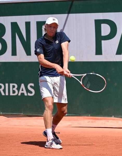 Le fils, Leo, des année plus tard à Roland-Garros, s'inspire de l'énergie de son père