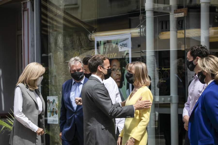 Brigitte Macron opte pour le gilet sans manche, la pièce star de l'année 2021