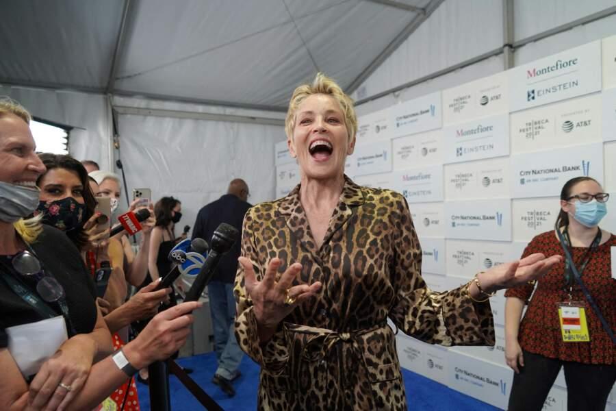 """Sharon Stone rock'n roll pour la première du film  """"In The Heights"""", à New York, le 9 juin 2021."""